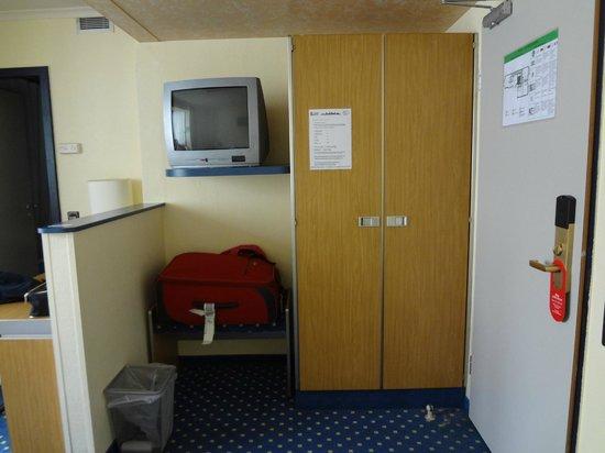 Lloyed Hotel: room2