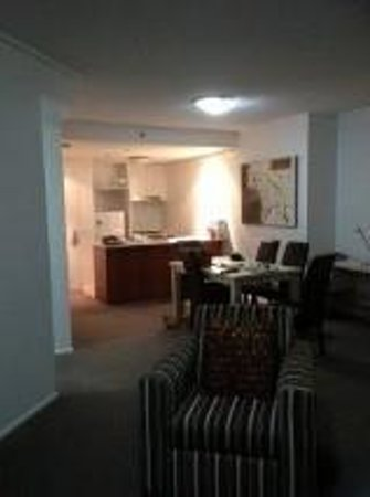 Oaks Felix: Lounge, Kitchen area