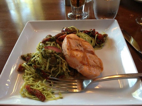 Sleeping Buffalo Restaurant & Lounge : Salmon and pesto pasta.