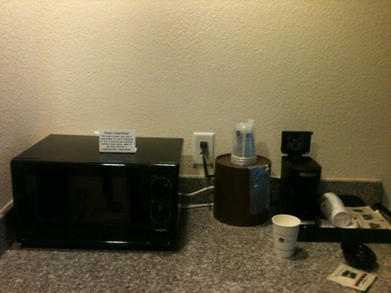 BEST WESTERN PLUS Chain of Lakes Inn & Suites: amenities including regrigerator and coffee maker