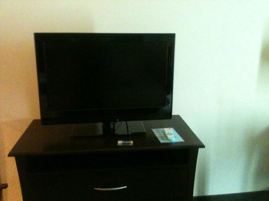 BEST WESTERN PLUS Chain of Lakes Inn & Suites: flat screen tv
