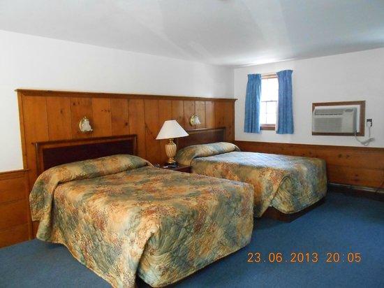 Knights Inn Boston/Danvers: Beds & good A/C