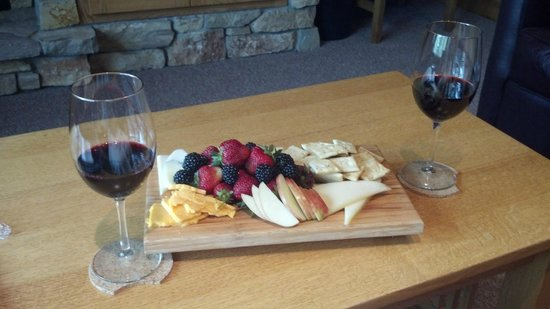Canoe Bay : The cheese board, ordered for lunch.