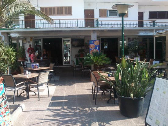 Harrys Bar: Another sunny day at Harry's