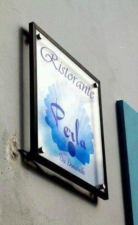 Calasetta, Italia: Insegna Ristorante Perla - da Donatello