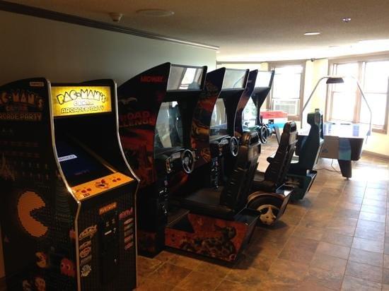 Oakwood Resort : Arcade and billboards room