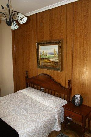 Hostal Alcantara : habitación