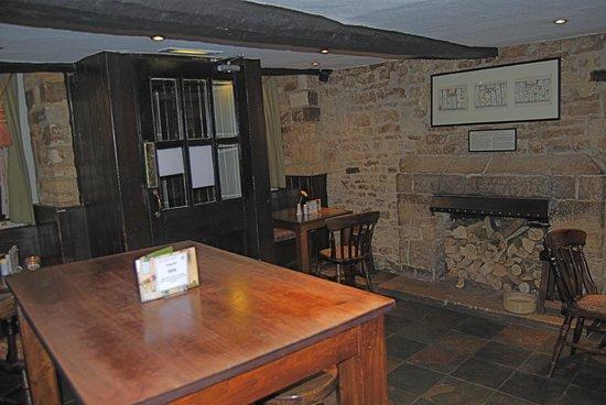 White Hart Royal Hotel: Snug Pub