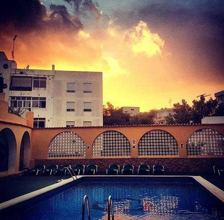 Ibiza Rocks Hostal: Pool Area