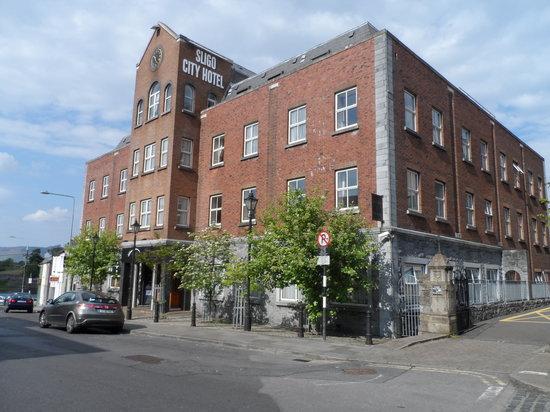 Sligo City Hotel: Hotel Exterior