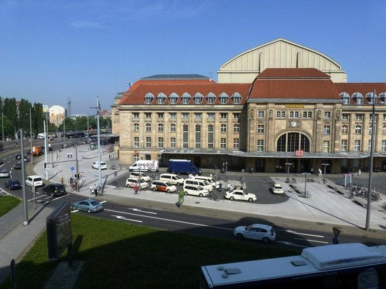 Victor's Residenz-Hotel Leipzig: Main station from 2nd floor room