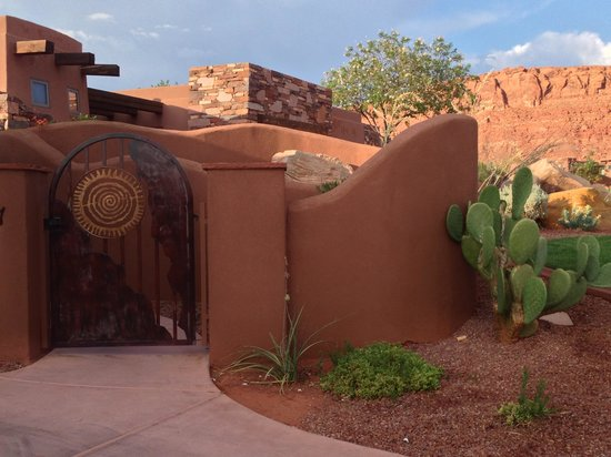 The Inn at Entrada: front
