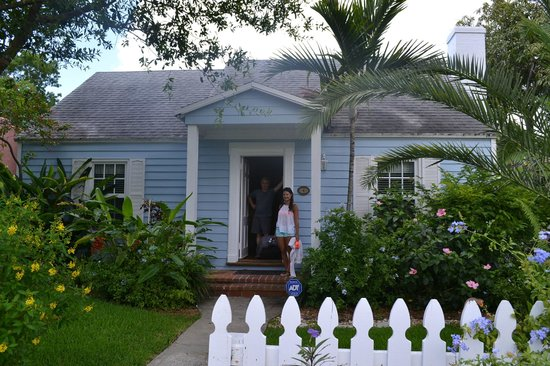 Grandview Gardens Bed & Breakfast : Coco Palm cottage