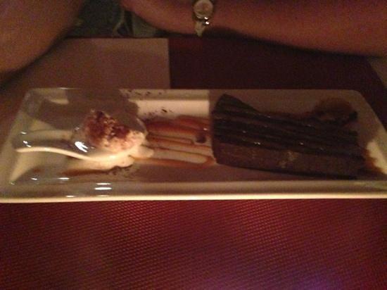 LE BOUCHON- : dessert. terrine de chocolat.