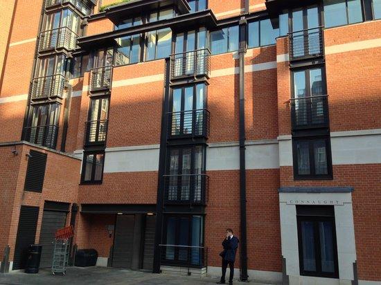 The Connaught: façade de l'hotel sur le côté