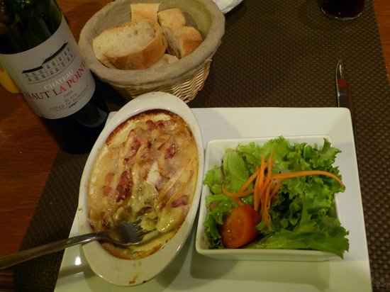 Le Cafe de l'Union : Tartiflette, a signature French dish of the Haute Savoie region served with salad and fresh brea