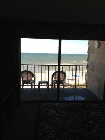 The Oceanfront Litchfield Inn: patio