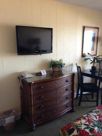 The Oceanfront Litchfield Inn: flat screen tv