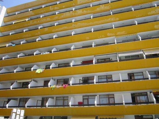 Las Arenas Apartamentos: vista dalla piscina