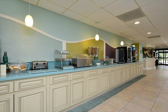 Best Western Plus Myrtle Beach Hotel: Breakfast Bar