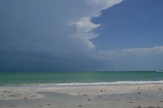 Gulf Breeze Cottages: orage en persective...