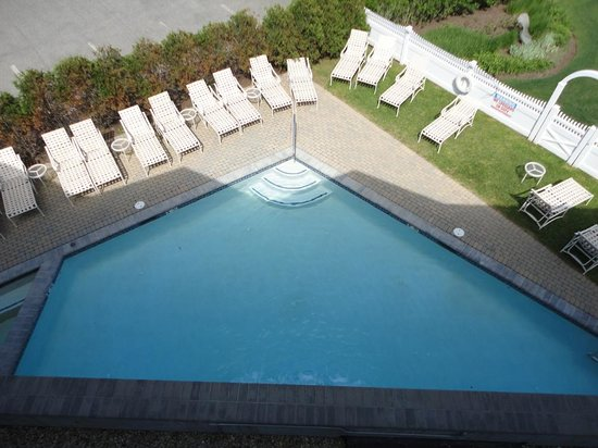 Anchorage Inn: Pool for Ocean Suites guests