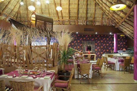 Grand Palladium Vallarta Resort & Spa: Bamboo Restaurant