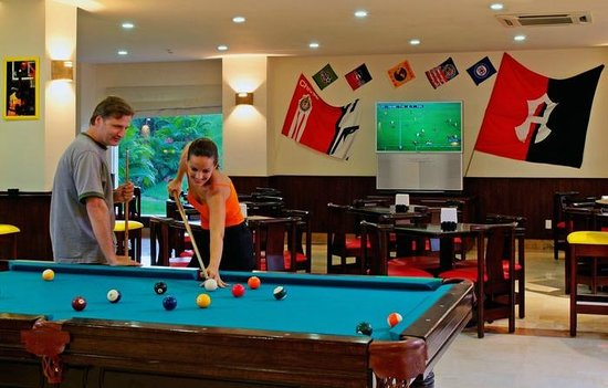 Grand Palladium Vallarta Resort & Spa: Sports Bar