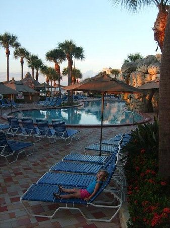 Clearwater Beach Marriott Suites on Sand Key: Great hotel - great pool -  needs new mattresses!