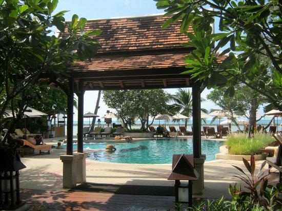 Chaweng Regent Beach Resort: auf dem Weg zum Pool