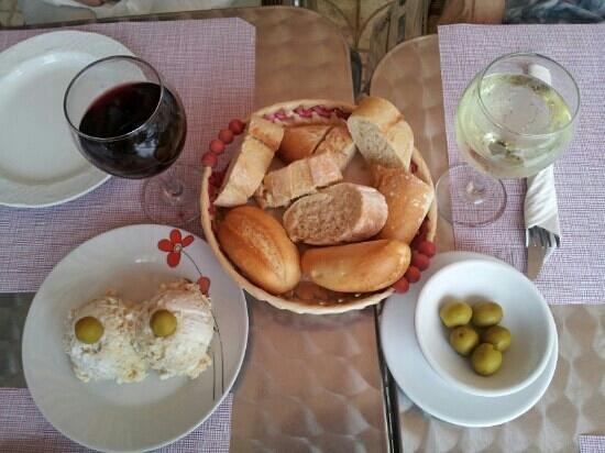 La Figuera II: Russian salad and olives.