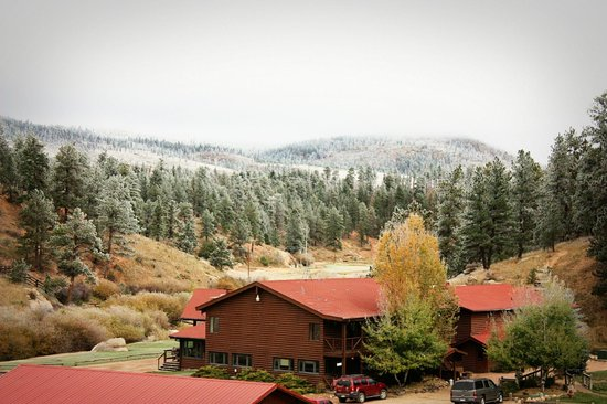 Lost Valley Ranch: Snow on Lodge