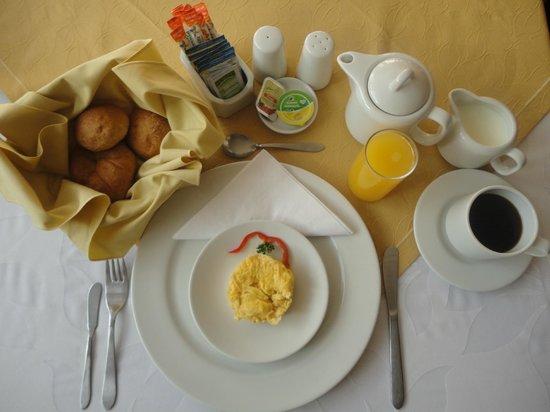 Hotel La Mansion: Desayuno americano