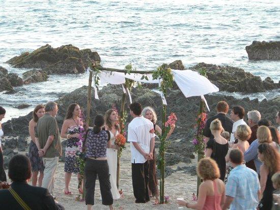Casa Manzanillo: Beachfront ceremony