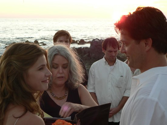 Casa Manzanillo: Beachfront ceremony!
