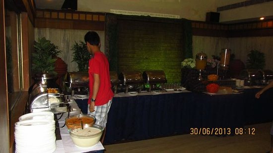 Hotel Chandra Park: Buffet