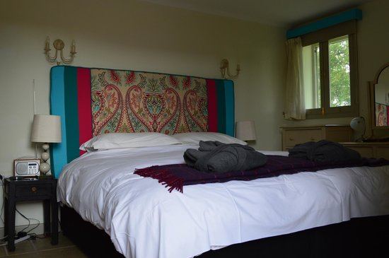 Launceston Farm: Huge Comfortable Bed