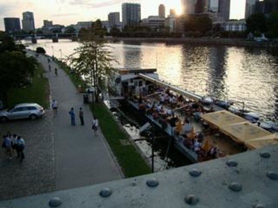Ibis Frankfurt Centrum: Floating Restaurant