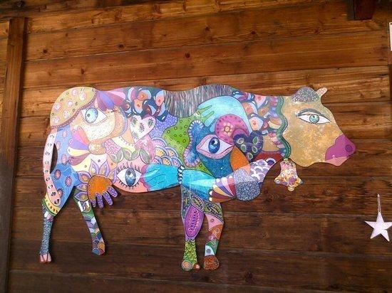 O'Communailles : Une vache d'Anaka artiste de Servoz