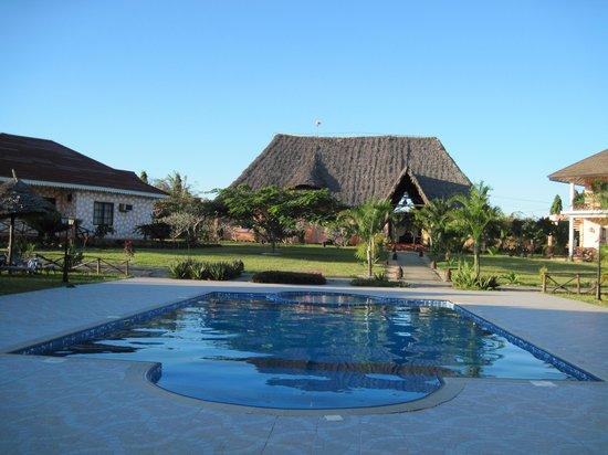 Swahili Beach Resort: Pool