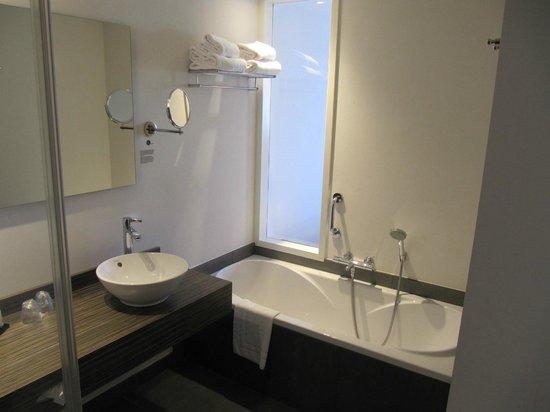 Badkamer - Foto van Inntel Hotels Amsterdam Zaandam, Zaandam ...