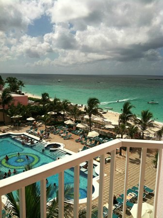 Hotel Riu Palace Paradise Island: View from 3rd Fl, Rm 321