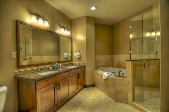 Trailhead Lodge: Bathroom Exaqple