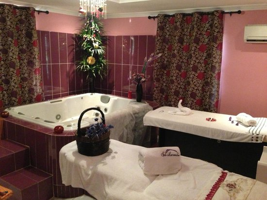 GrandBee Suites: Spa Room
