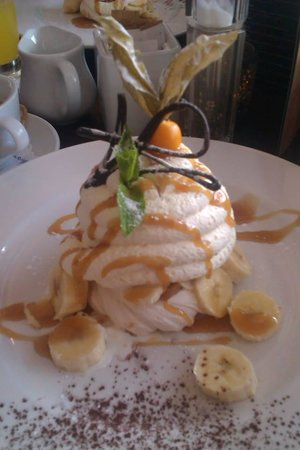 Urquhart's Restaurant: Banoffee Pavlova - Out of this world!!