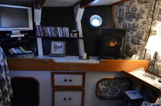 Wharfside Bed and Breakfast Aboard the Slowseason: Fireplace Forward State Room