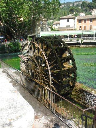 Castel Luberon : fontaine de vaucluse 2013
