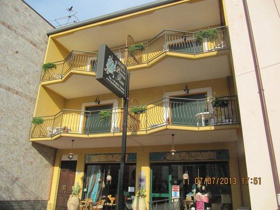 Hotel Donna Rosa: vista lato ingresso