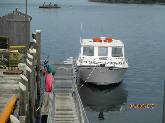 The Inn at the Wharf: Whale Watch Boat at the dock