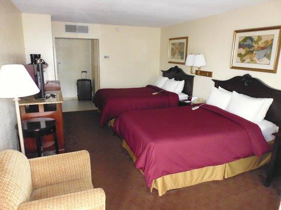 Clarion Inn & Suites: Zimmer